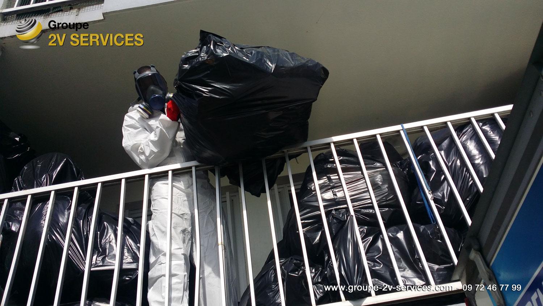 2V Services : Spécialiste du débarras et désinfection de logements et locaux partout en France - Noumou en action désencombrement lié au syndrôme de Diogène en Ile-de-France