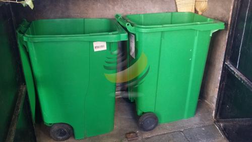 Nettoyage des containers poubelles