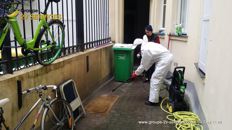 Mission de grand nettoyage annuel dans nos immeubles et coproprietés avec Noumou et Josette (exemple : nettoyage haute pression des cours interieures)
