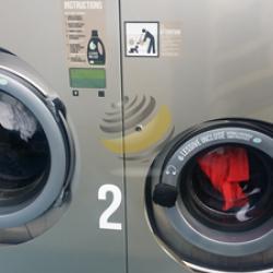 Le nettoyage des vêtements en laverie
