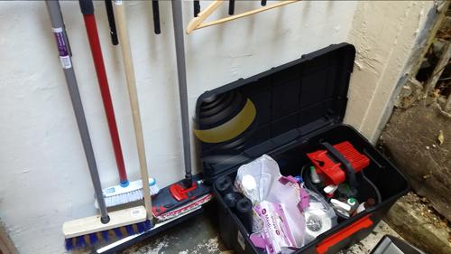 2V SERVICES fournit le matériel pour l'entretien d'immeuble